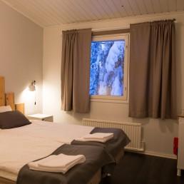 Yksilöllisesti sisustetut huoneet hotelli KuerHotellissa