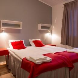 Kuerkievarin hotelli sijaitsee aivan Kuertunturin kupeessa.